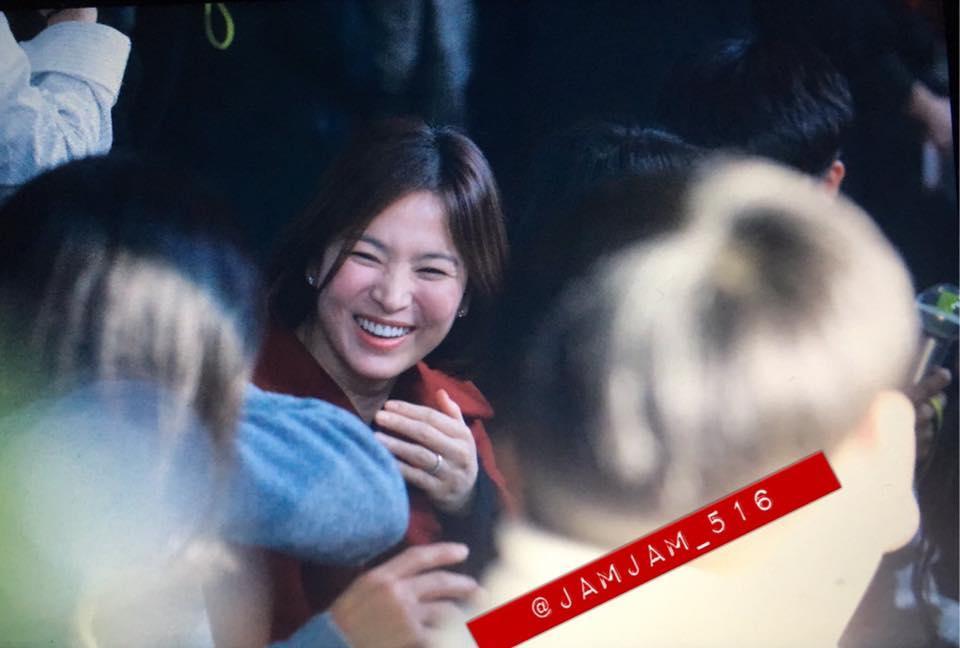 Song Hye Kyo xuất hiện với mặt mộc, thần thái kém sắc sau tuần trăng mật-6