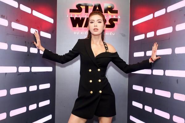 'Đụng độ' váy áo với Minh Tú, Quán quân The Look chứng tỏ đẳng cấp không thua kém-4