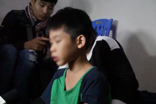 Vụ bé trai 9 tuổi bị bố đánh: Tôi chỉ đánh con vài vết lằn mông, còn lại cháu bị nhọt-1