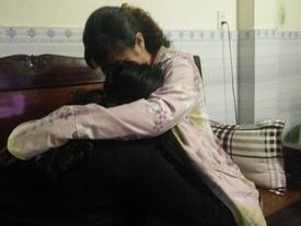 Tâm sự như dao cứa vào lòng của mẹ nữ sinh 13 tuổi: Đưa cha đi chạy thận, con bị hiếp dâm nhiều lần
