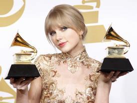 Taylor Swift 28 tuổi: 280 triệu USD, 286 giải thưởng và 17 bạn trai