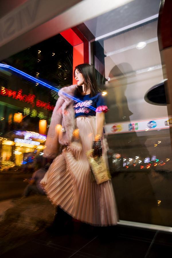 Street style đêm Sài Gòn toàn hàng hiệu của MC Quỳnh Chi-4