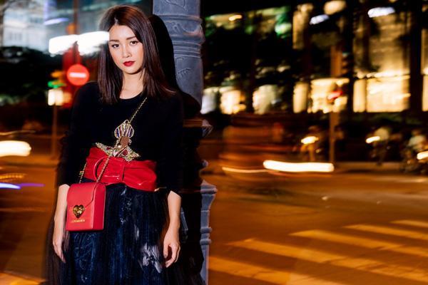 Street style đêm Sài Gòn toàn hàng hiệu của MC Quỳnh Chi-5