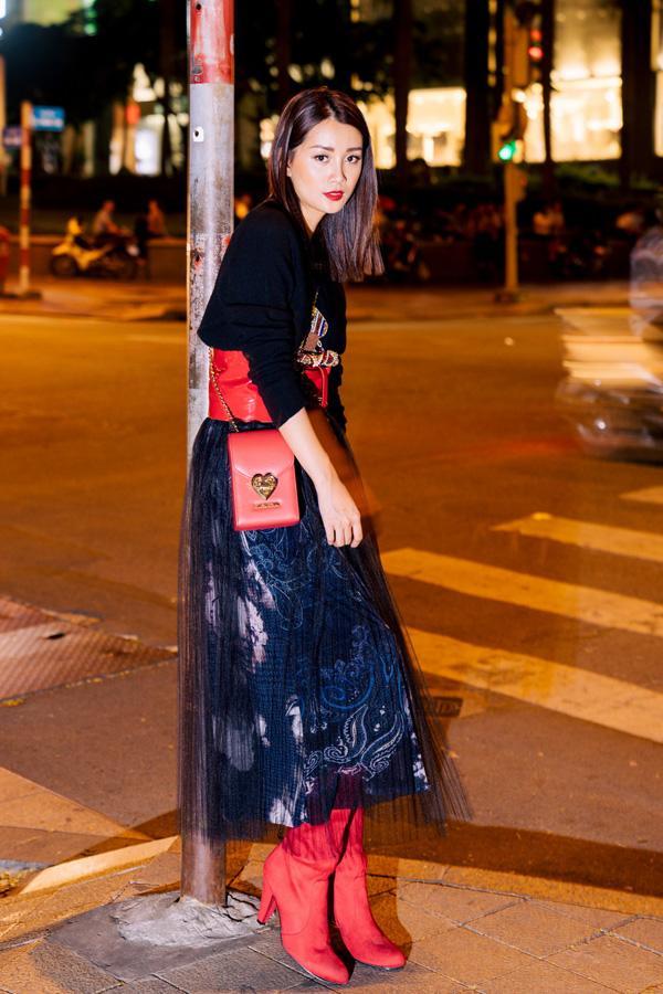 Street style đêm Sài Gòn toàn hàng hiệu của MC Quỳnh Chi-6
