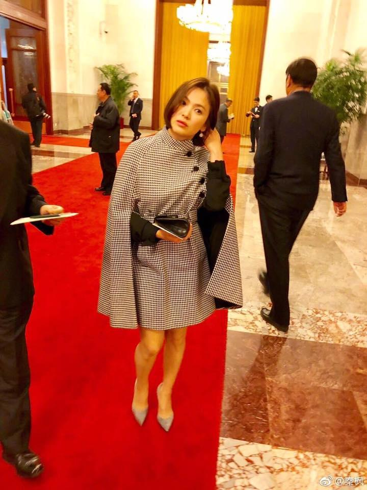 Sao Hàn 14/12: Song Hye Kyo xinh đẹp tuyệt vời trong bức ảnh chụp lén-2