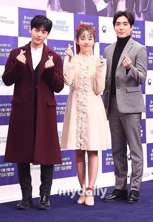 Sao Hàn 14/12: Song Hye Kyo xinh đẹp tuyệt vời trong bức ảnh chụp lén-7
