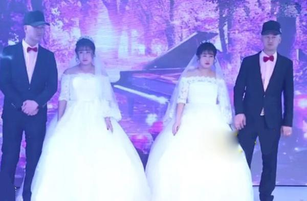 Đám cưới sinh đôi khiến khách mời choáng váng không phân biệt nổi cô dâu, chú rể-1