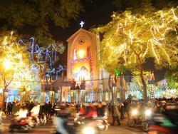 Những điểm sống ảo mùa Giáng sinh 'chưa bao giờ cũ' ở Hà Nội