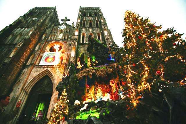 Những điểm sống ảo mùa Giáng sinh chưa bao giờ cũ ở Hà Nội-1