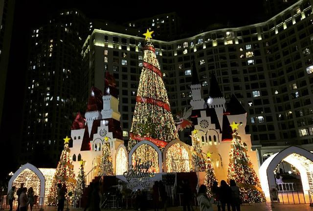 Những điểm sống ảo mùa Giáng sinh chưa bao giờ cũ ở Hà Nội-5