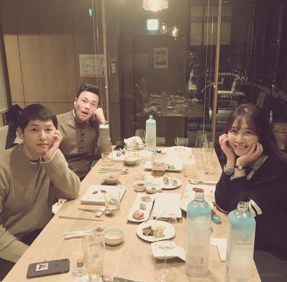 Song Hye Kyo khoe dáng đẹp, chân thon giữa tin đồn bầu bí-9