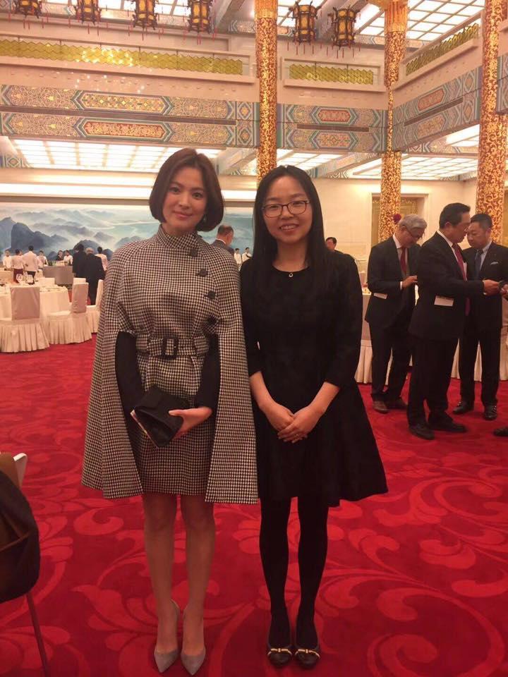Song Hye Kyo khoe dáng đẹp, chân thon giữa tin đồn bầu bí-2