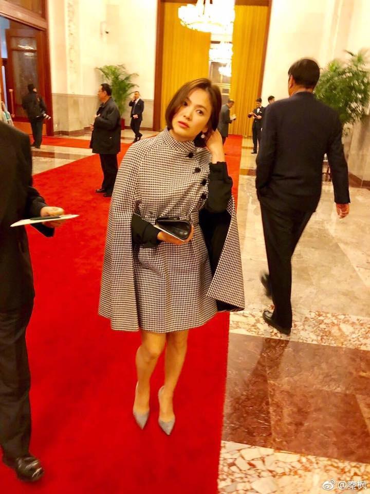 Song Hye Kyo khoe dáng đẹp, chân thon giữa tin đồn bầu bí-5