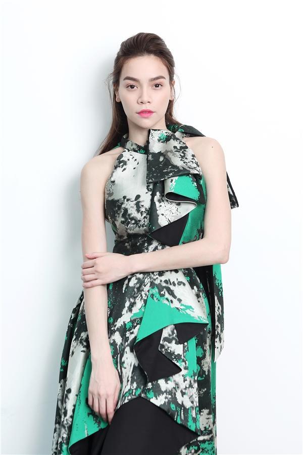 Không thích nhắc về nhau, bất ngờ Minh Hằng vẫn đụng váy áo Hồ Ngọc Hà trong MV mới-5