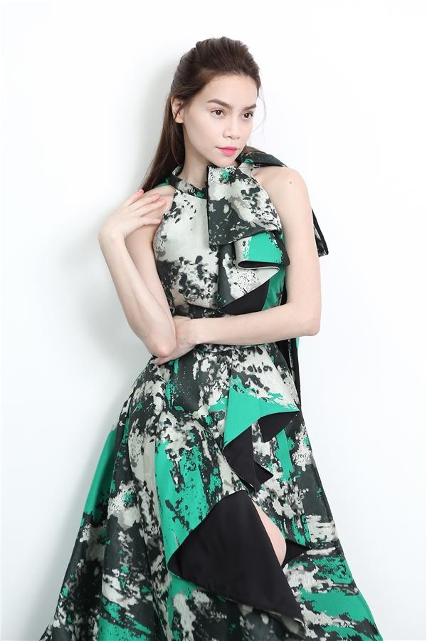 Không thích nhắc về nhau, bất ngờ Minh Hằng vẫn đụng váy áo Hồ Ngọc Hà trong MV mới-7