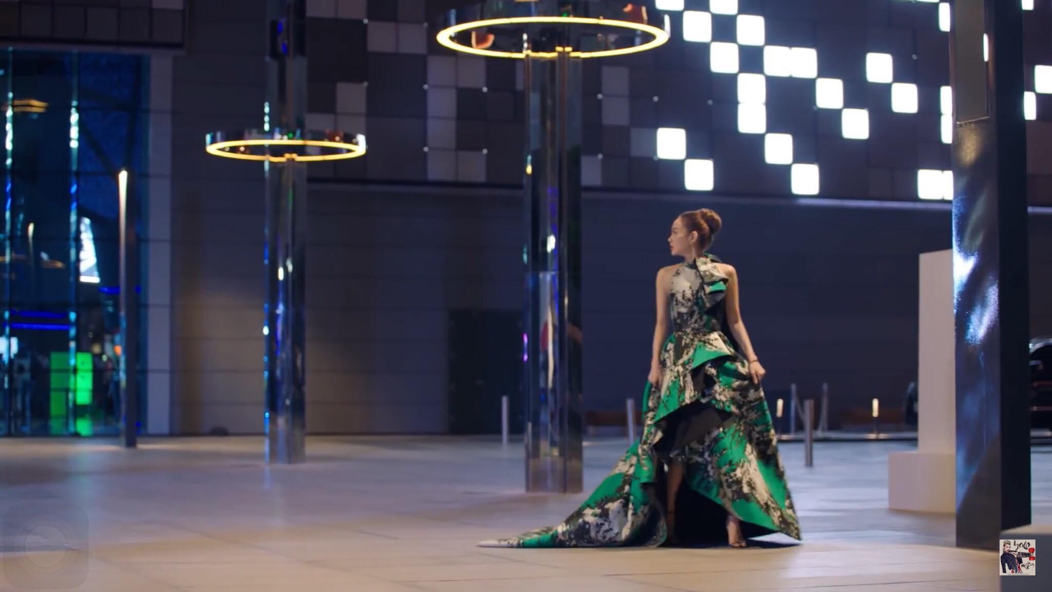 Không thích nhắc về nhau, bất ngờ Minh Hằng vẫn đụng váy áo Hồ Ngọc Hà trong MV mới-1
