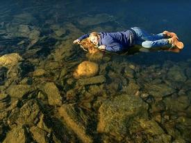 Hồ nước đóng băng phát ra tiếng kêu như 'người ngoài hành tinh'