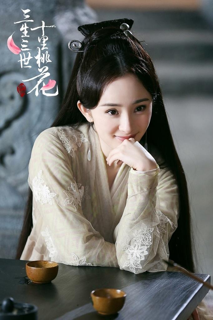 Triệu Lệ Dĩnh và Dương Mịch kiếm tiền giỏi đến mấy cũng phải bại trận trước bà hoàng này-8