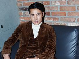 Sao Hàn 16/12: 'Tài tử điển trai nhất xứ Hàn' Jung Woo Sung quyến rũ ở tuổi 44