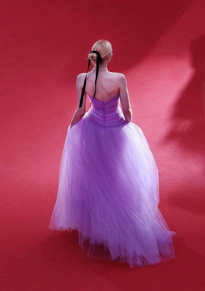 Mặc màu tím không bị chê già và sến như Hồ Ngọc Hà, hãy học nữ thần Elle Fanning!-8