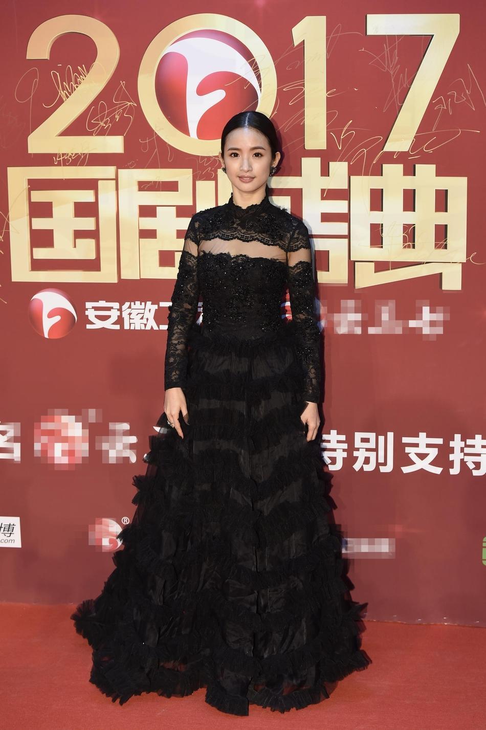Lâm Y Thần bị chê kém sắc, mỹ nhân phim Kong nổi bật trên thảm đỏ-2