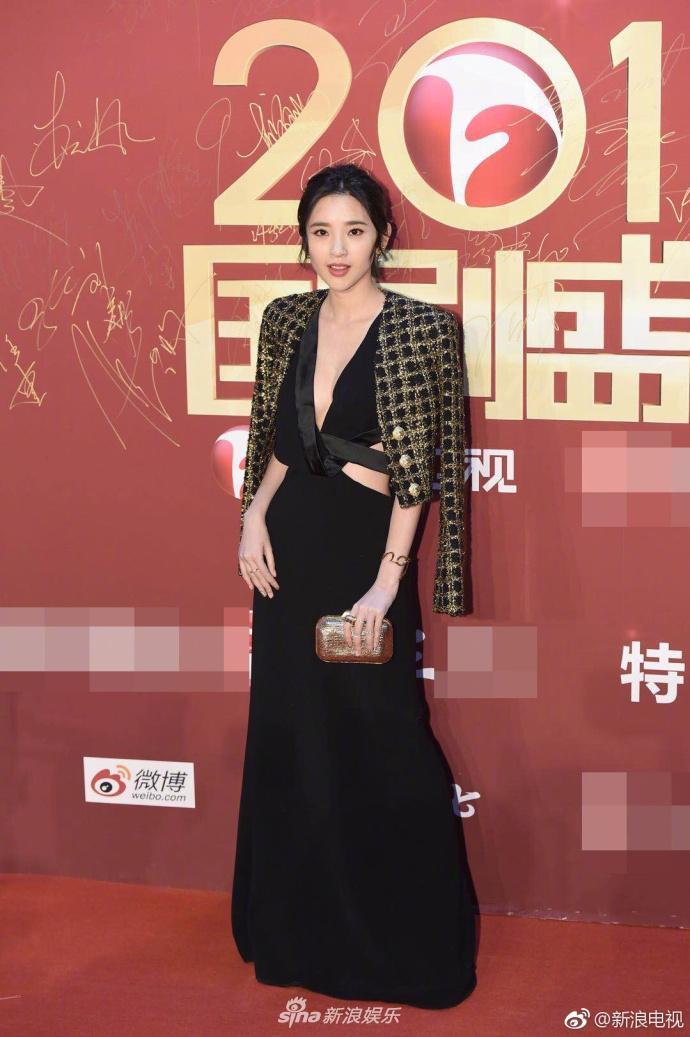 Lâm Y Thần bị chê kém sắc, mỹ nhân phim Kong nổi bật trên thảm đỏ-4