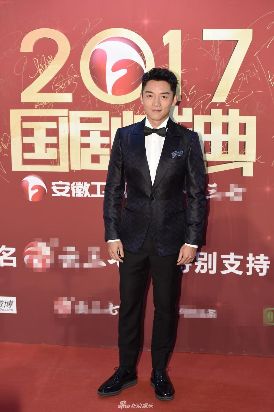 Lâm Y Thần bị chê kém sắc, mỹ nhân phim Kong nổi bật trên thảm đỏ-6