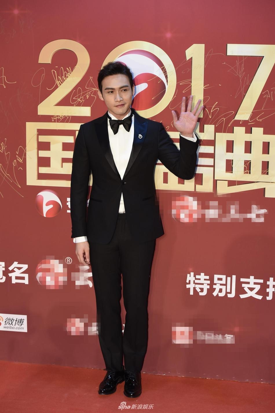 Lâm Y Thần bị chê kém sắc, mỹ nhân phim Kong nổi bật trên thảm đỏ-7