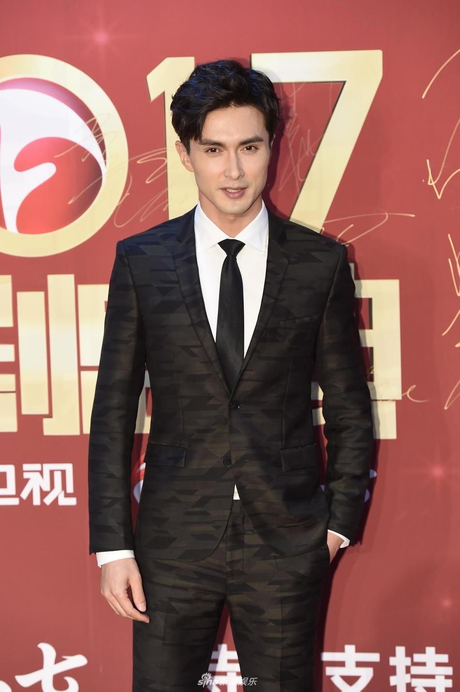 Lâm Y Thần bị chê kém sắc, mỹ nhân phim Kong nổi bật trên thảm đỏ-8
