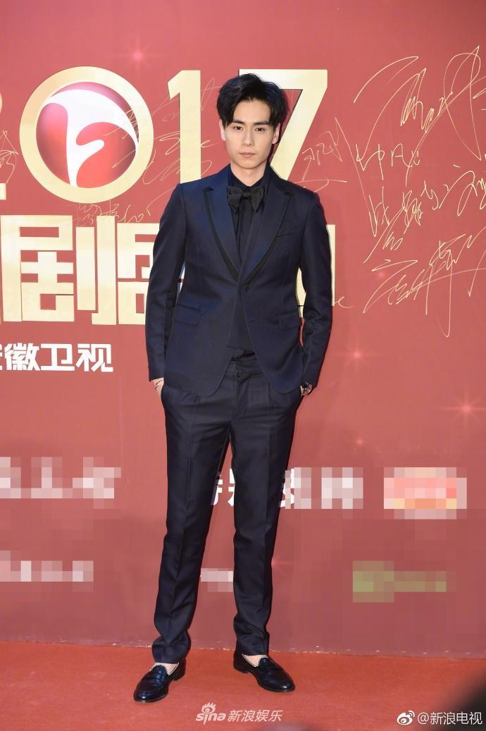 Lâm Y Thần bị chê kém sắc, mỹ nhân phim Kong nổi bật trên thảm đỏ-9