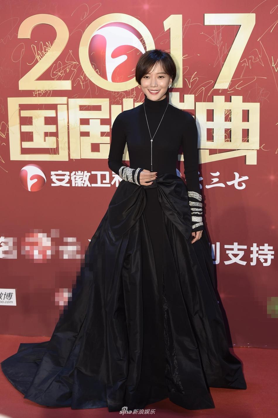 Lâm Y Thần bị chê kém sắc, mỹ nhân phim Kong nổi bật trên thảm đỏ-10