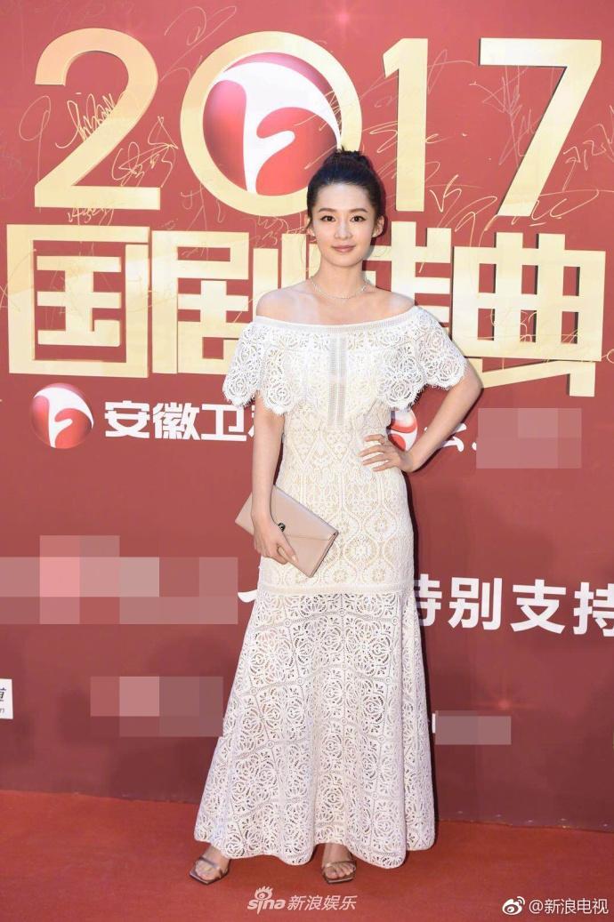 Lâm Y Thần bị chê kém sắc, mỹ nhân phim Kong nổi bật trên thảm đỏ-11