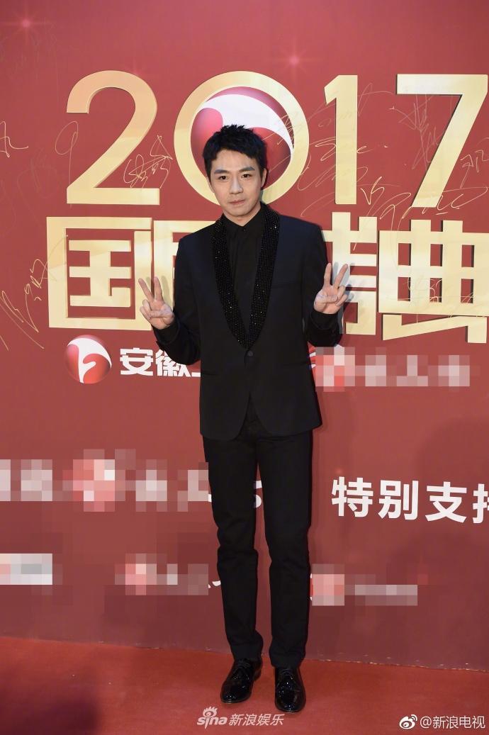 Lâm Y Thần bị chê kém sắc, mỹ nhân phim Kong nổi bật trên thảm đỏ-12