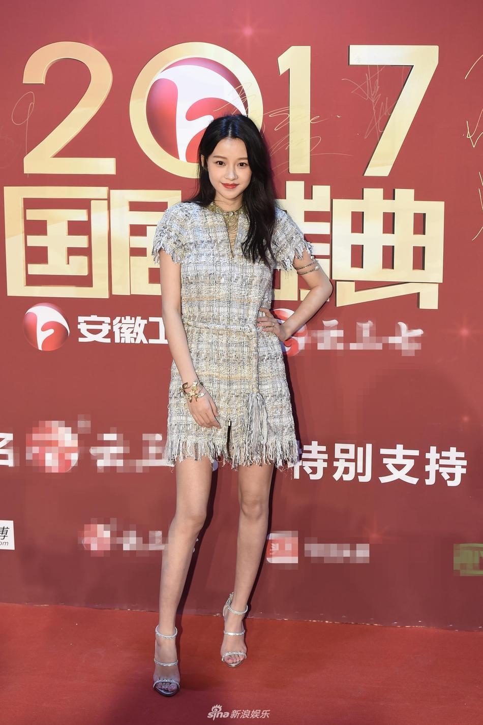 Lâm Y Thần bị chê kém sắc, mỹ nhân phim Kong nổi bật trên thảm đỏ-13