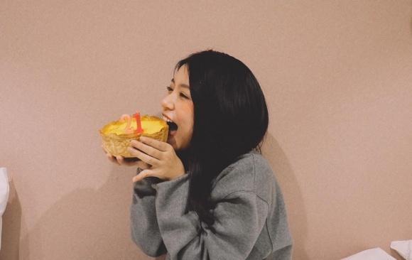 Hot girl - hot boy Việt 17/12: Huyền Baby công khai trốn con đi hẹn hò-4