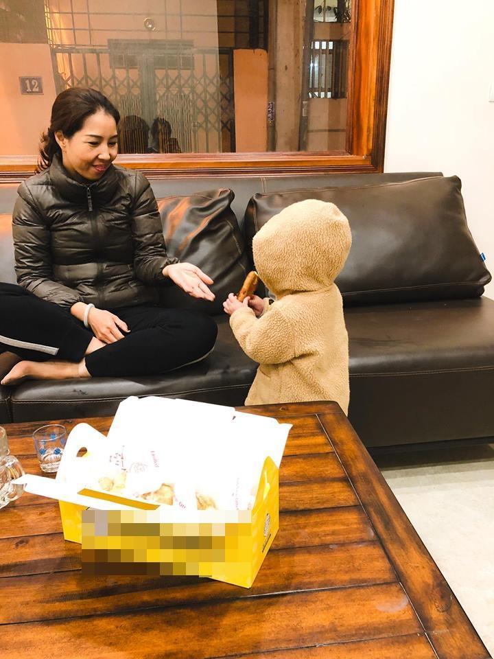 Hot girl - hot boy Việt 17/12: Huyền Baby công khai trốn con đi hẹn hò-9