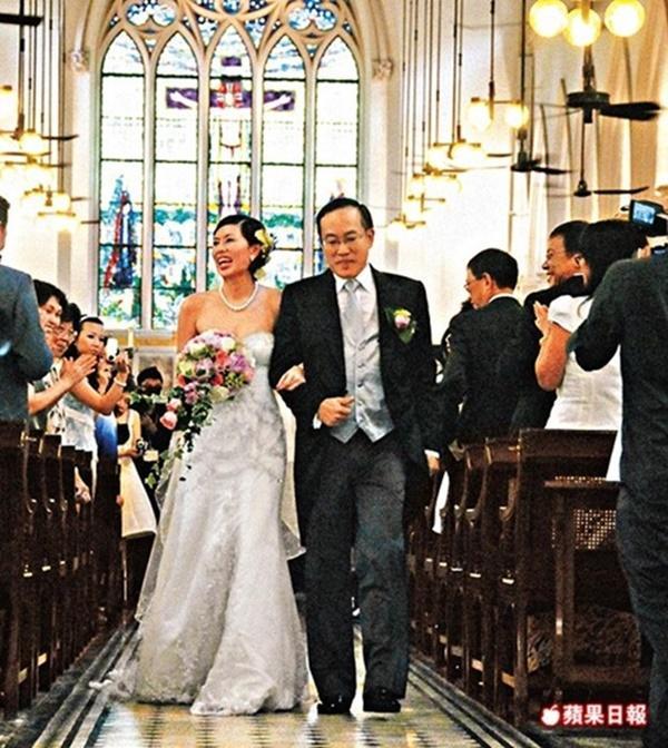 Cuộc đời đẫm nước mắt của người yêu Châu Tinh Trì: Bị điếc vì tai nạn, qua đời vì ung thư-13