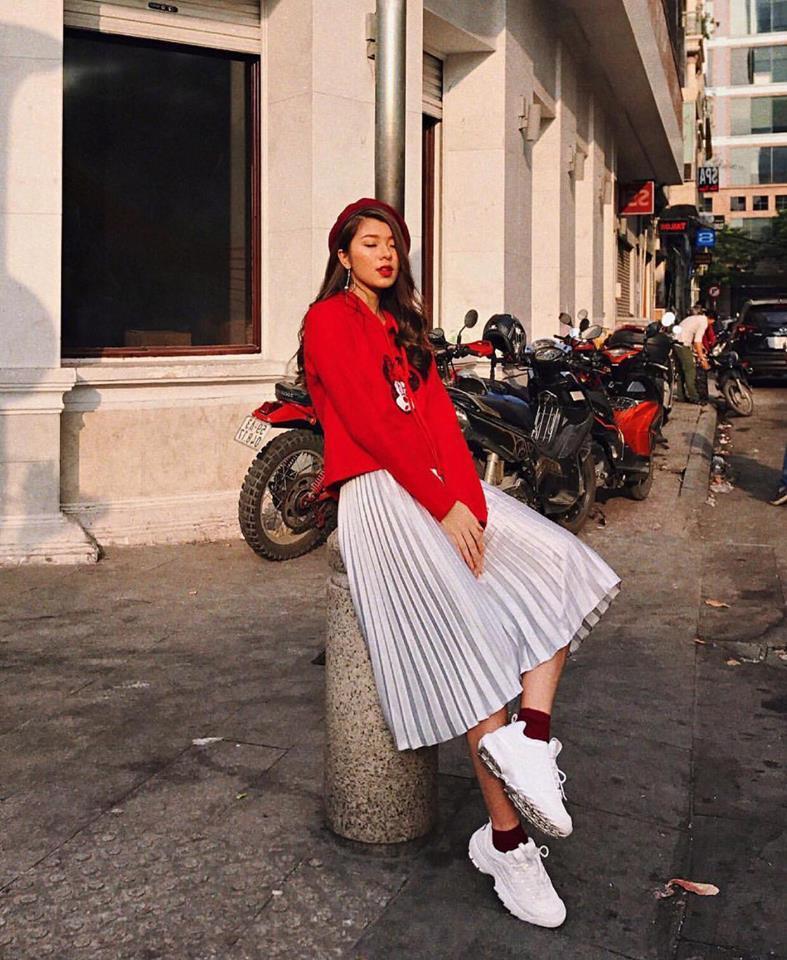 Chưa đến Noel nhưng dàn hot-face Việt đã xúng xính váy áo rực rỡ trong street style tuần này rồi!-8