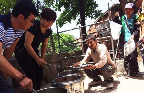 Bữa ăn tạm bợ trên phim trường của sao hạng A Trung Quốc-1