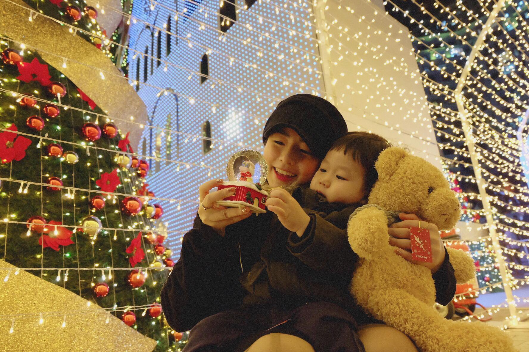 Hot girl - hot boy Việt 18/12: 3 gia đình hot nhất mạng xã hội tưng bừng đón Giáng sinh sớm-3