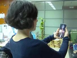 'Số nhọ' đổi iPhone X hai lần vẫn bị đồng nghiệp qua mặt Face ID