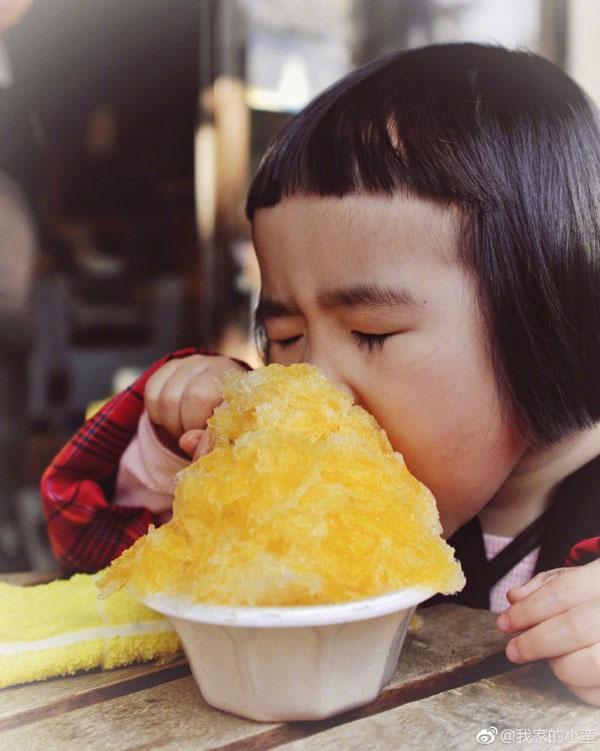 Bé gái thánh ăn Trung Quốc bất ngờ tái xuất với trình ăn uống không đối thủ-4