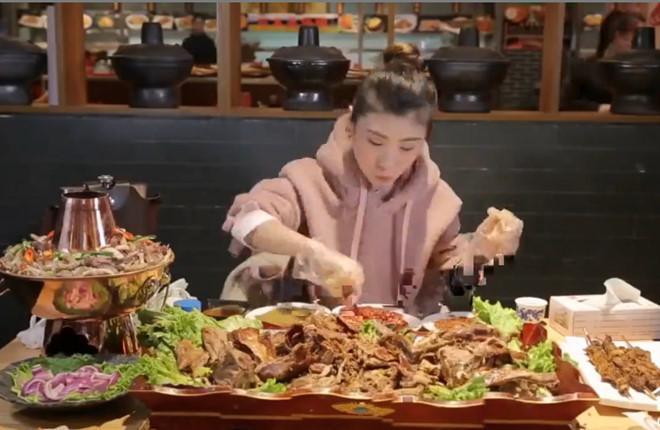 Nữ hoàng dạ dày 9X một mình ăn hết con cừu 15 kg-2