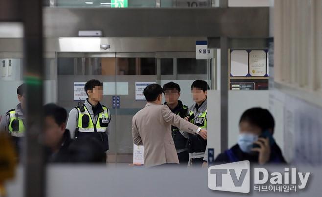 Cảnh sát phong tỏa căn hộ nơi Jong Hyun (SHINee) tự sát bằng khí than-4