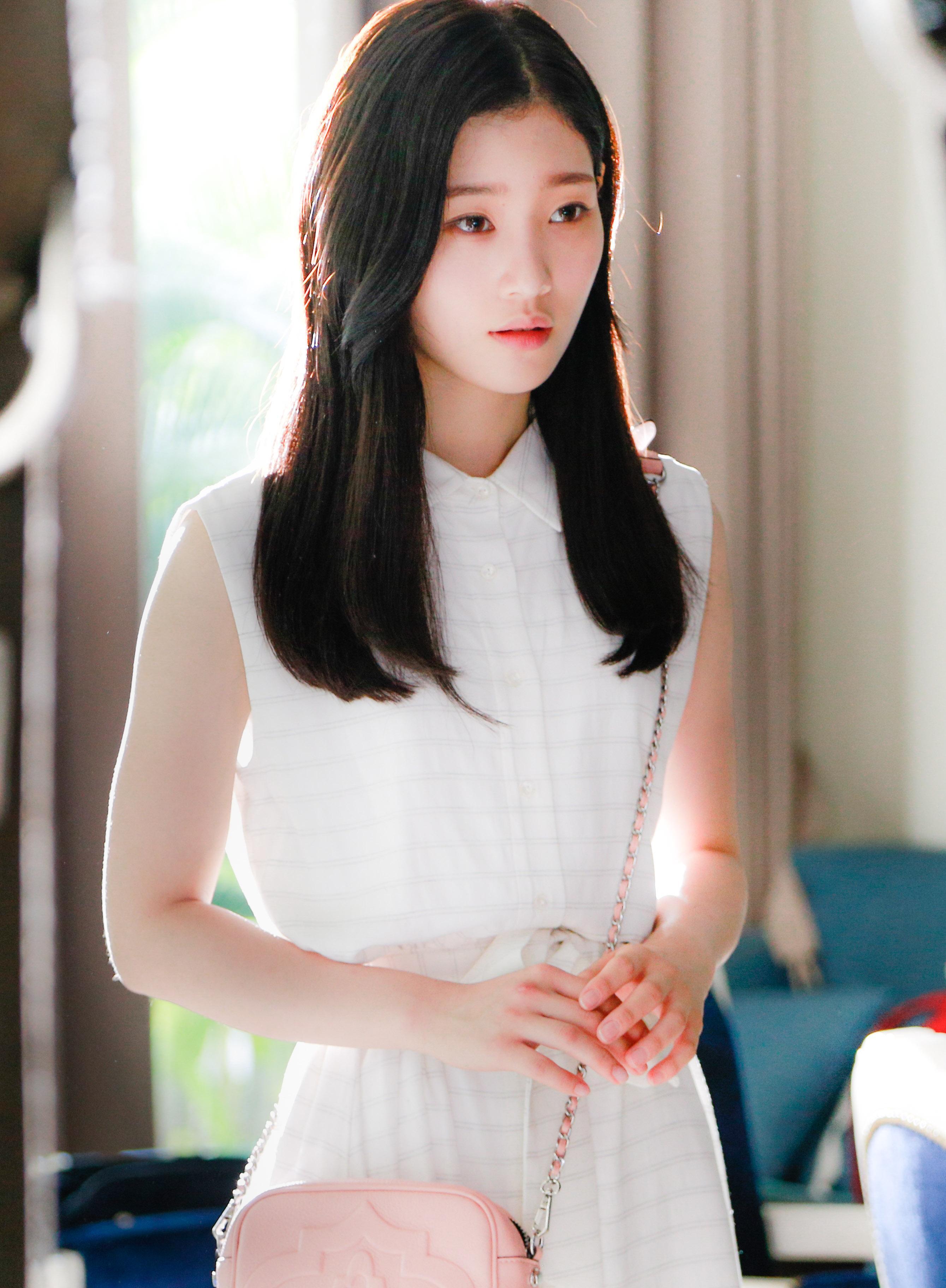 Chi Pu tái xuất với hình tượng nhạc sĩ, cặp kè người tình tin đồn Jin Ju Hyung-2