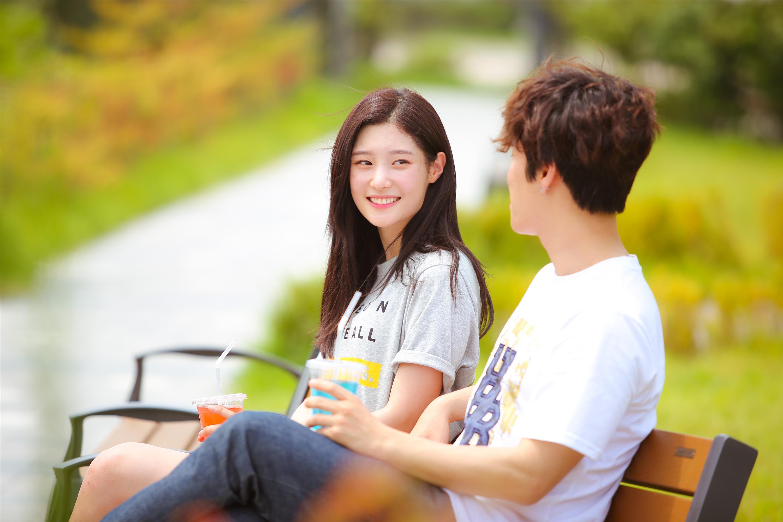 Chi Pu tái xuất với hình tượng nhạc sĩ, cặp kè người tình tin đồn Jin Ju Hyung-6