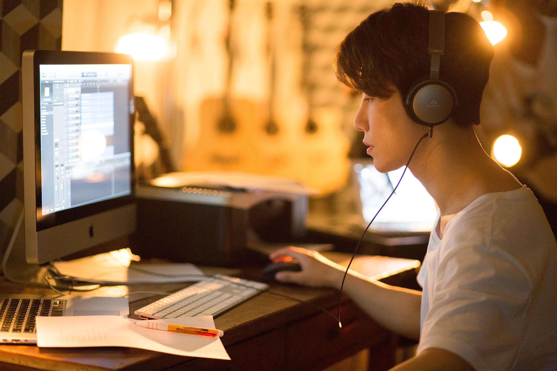 Chi Pu tái xuất với hình tượng nhạc sĩ, cặp kè người tình tin đồn Jin Ju Hyung-3
