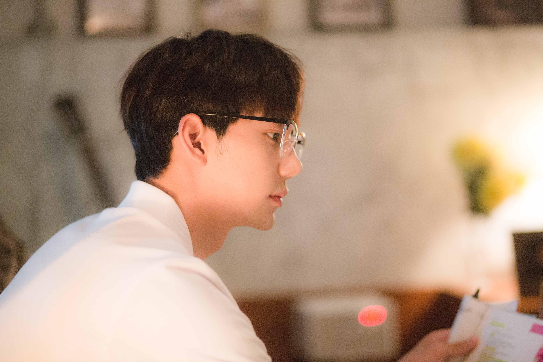 Chi Pu tái xuất với hình tượng nhạc sĩ, cặp kè người tình tin đồn Jin Ju Hyung-4