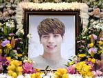Những gương mặt thất thần của BTS, SNSD, BoA khi đến tang lễ SHINee Jonghyun-15