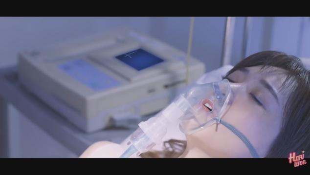 Trấn Thành ân cần chăm sóc Hari Won bên giường bệnh-4